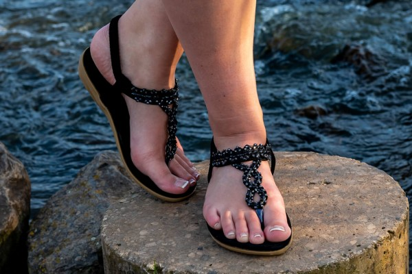 Abby toe sandals with pearls