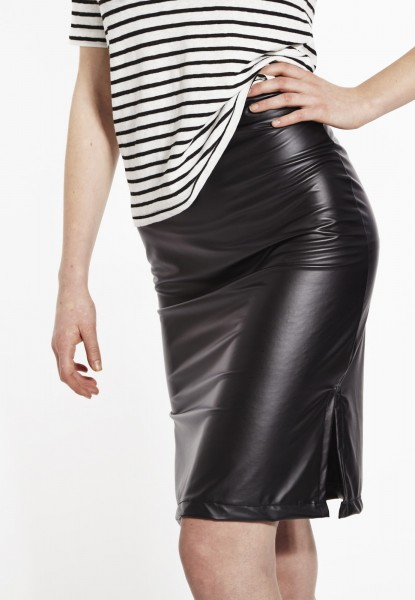 Skirt in imitation leather look, black