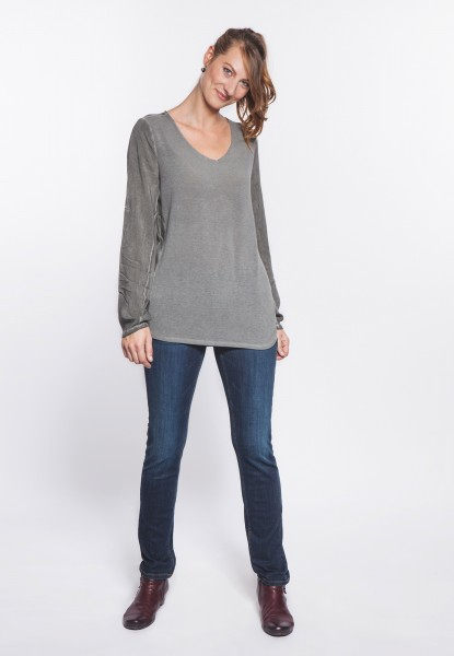 Lightknit sweater in material mix with V-neck oilwashed