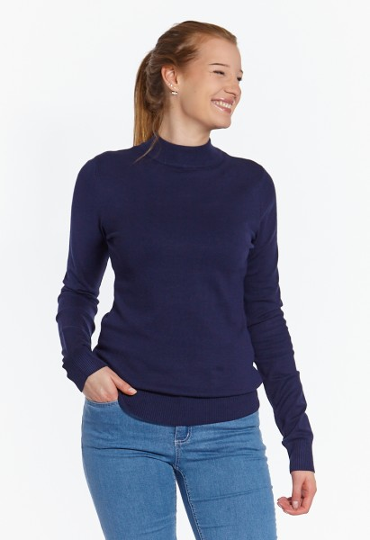 Fine knit jumper with cut collar